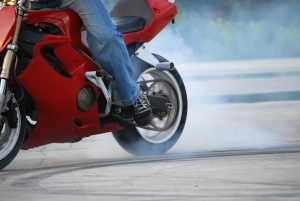 1301095_motorcycle_stunter_tyre_burnout_.jpg